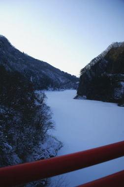 裾花ダム凍る.jpg