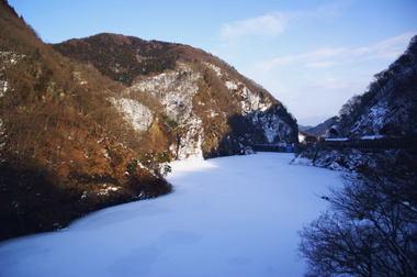 凍てつくダム.jpg