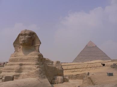 スフィンクスとピラミッド.JPG