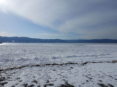 結氷諏訪湖