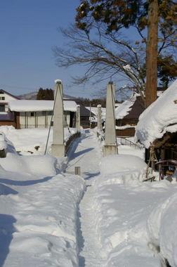 除雪された吊橋.jpg