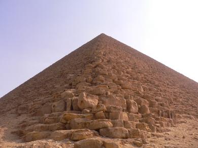 赤のピラミッド.JPG